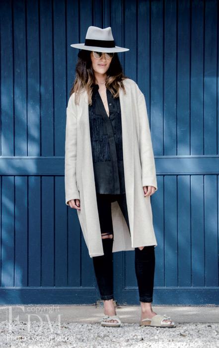 Manteau en laine et cachemire, Céline, Studio 14. Chemise en soie à franges 8PM, Effervescence. Jeans, J BRAND, The Private.