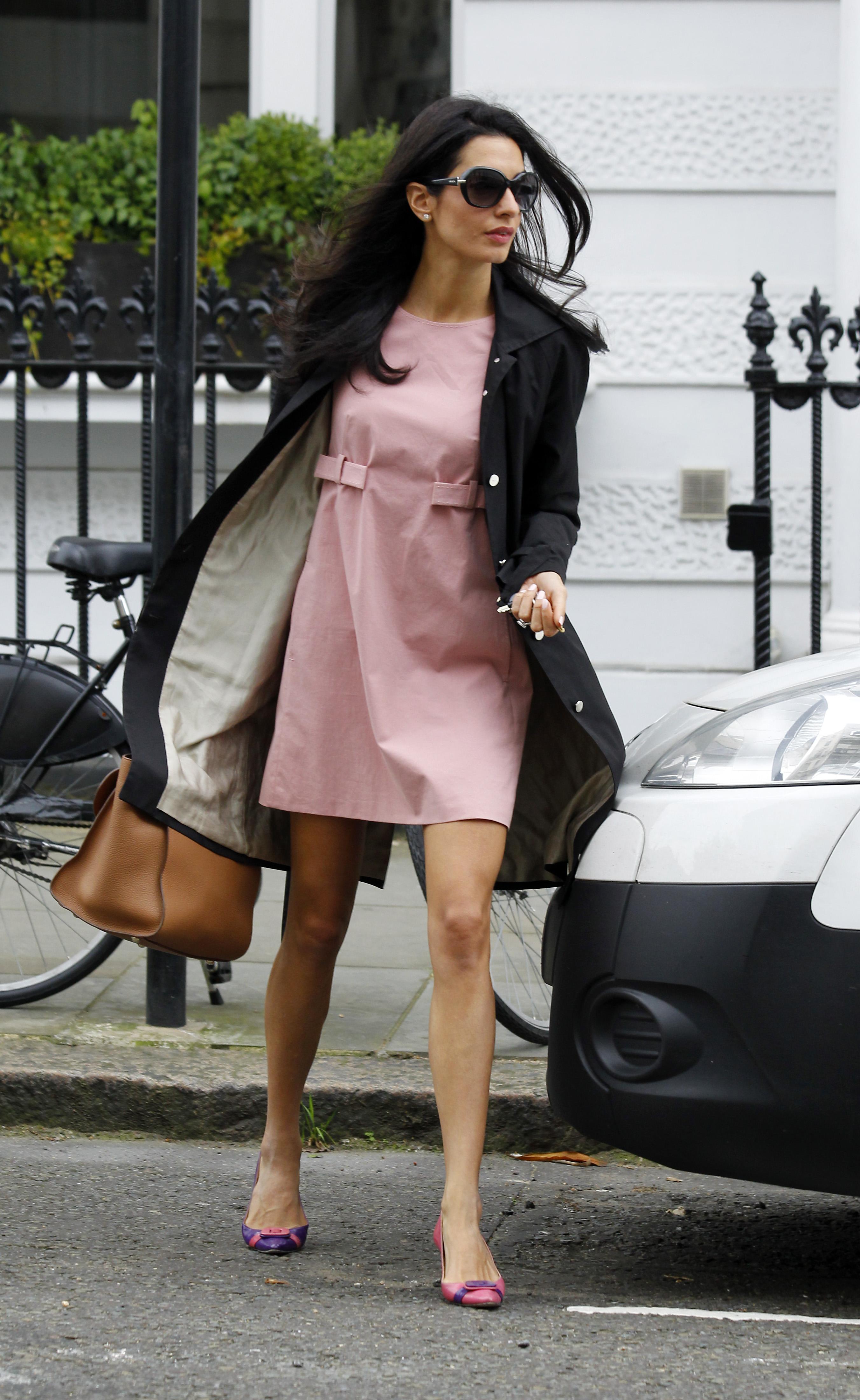 Le dress code working girl de Amal Alamuddin Clooney ... алессандра амбросио