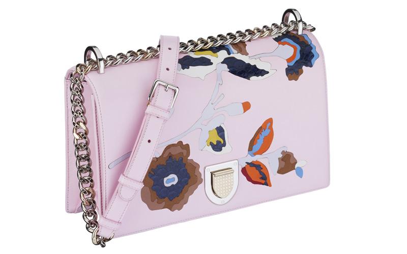 Sac « Diorama » en agneau rose incrusté d'une fleur en marqueterie de cuir et poisson exotique.