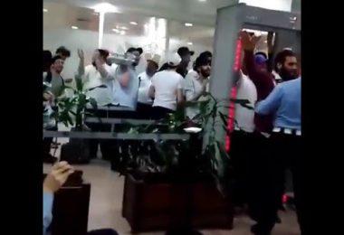 Des voyageurs ont mis une ambiance de folie à l'aéroport Mohamed V de Casa