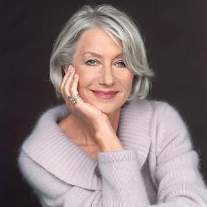femme agee cheveux gris