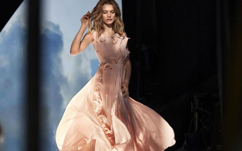 8a1f88f8104 H M dévoile une robe en plastique recyclé – femmesdumaroc