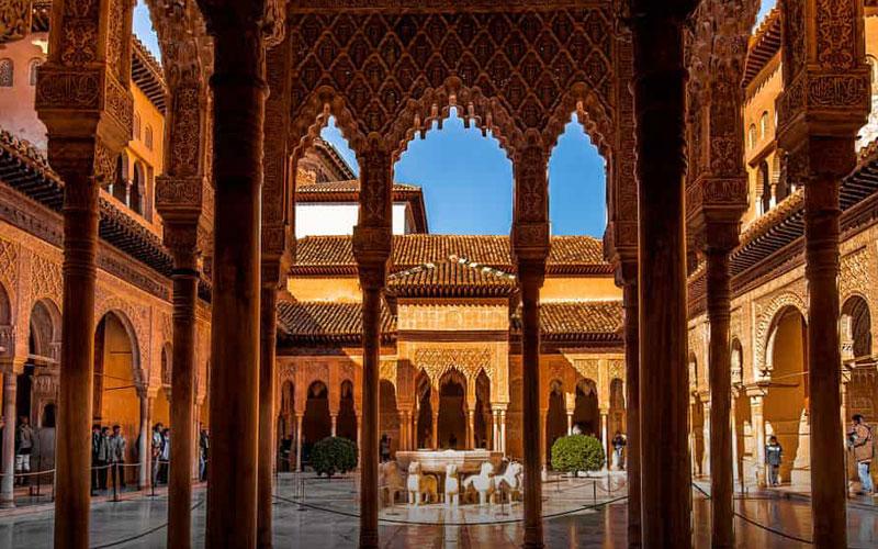 buzz un homme chante l adhan dans l alhambra vid o femmesdumaroc. Black Bedroom Furniture Sets. Home Design Ideas