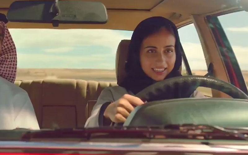 Une saoudienne au volant dans la dernière pub de Coca-Cola
