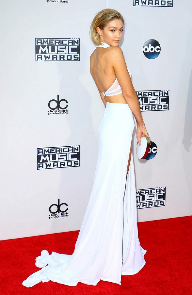 Gigi Hadid dans un ensemble blanc Bao Tranchi